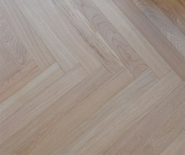 Oak natural brushed Herring bone 600x70